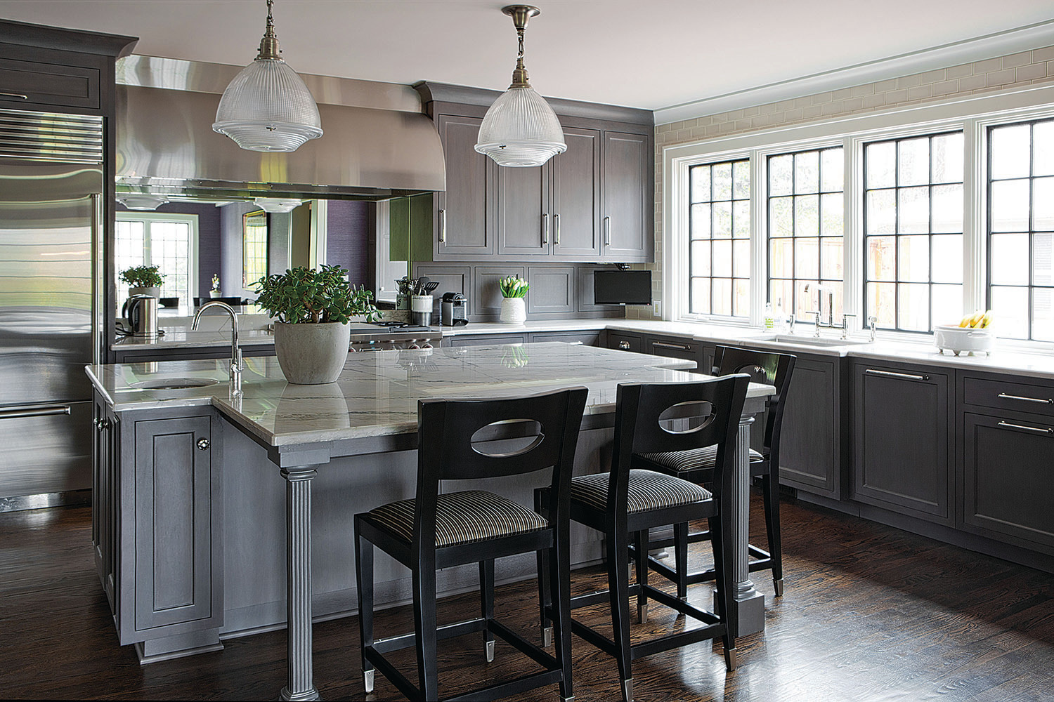 13 Exquisite Ways To Style Grey Stained Kitchen Cabinets For Every Type Of Home Kellyhogan