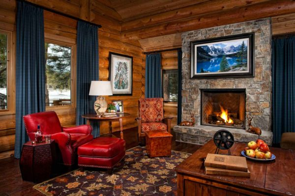 choose dark colors for a cozy and masculine vibe in this log cabin living room