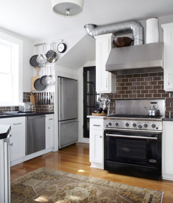 create an industrial and modern kitchen by combining brown floor and white walls